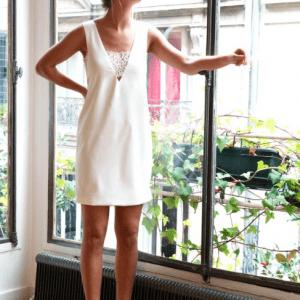 robe droite avec bandeau poitrine apparent